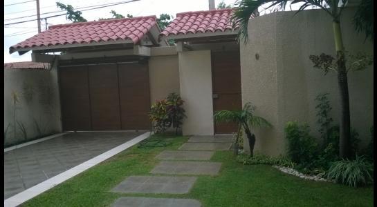 Casa en Alquiler Avenida Centenario 2 cuadras pasando 3er anillo hacia el 4º Foto 9