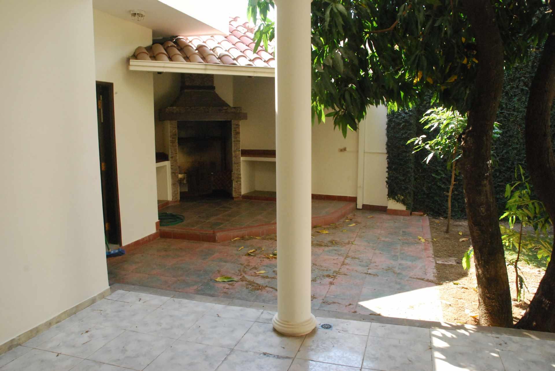 Casa en Alquiler Condominio Barrio Norte , al lado del Mall Las Brisas, 4to anillo Avenida Banzer. Foto 15