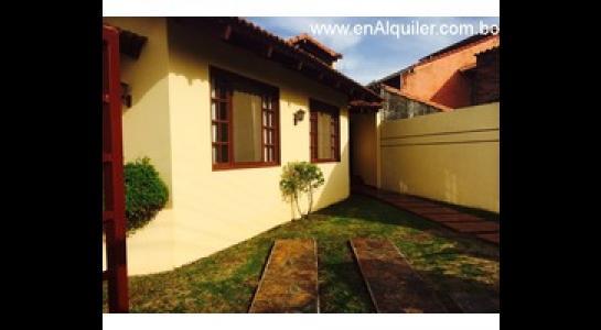 Casa en Alquiler Av.beni entre 4to y 5to anillo Foto 2