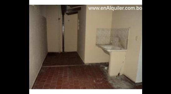 Casa en Alquiler Av.Paragua 3er y 4to anillo Foto 4