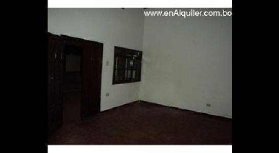 Casa en Alquiler Av.Paragua 3er y 4to anillo Foto 2