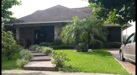 Casa en Alquiler Urbanización Ciudad Jardín,6.to Anillo al Norte cerca de la UCEBOL Foto 4