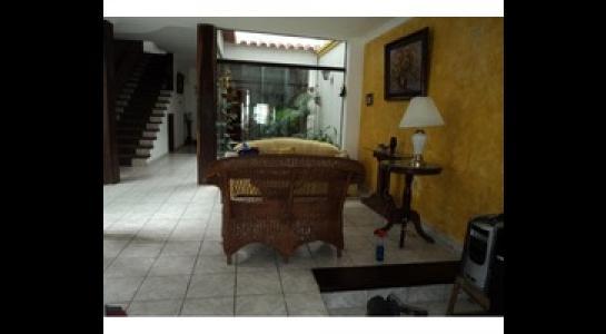 Casa en Alquiler Av. Melchor Pinto y 2do anillo. Foto 11