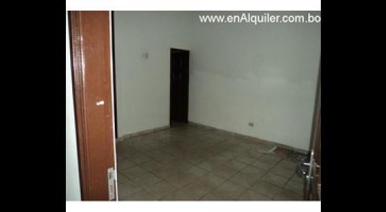 Casa en Alquiler Av.Paragua 3er y 4to anillo Foto 6