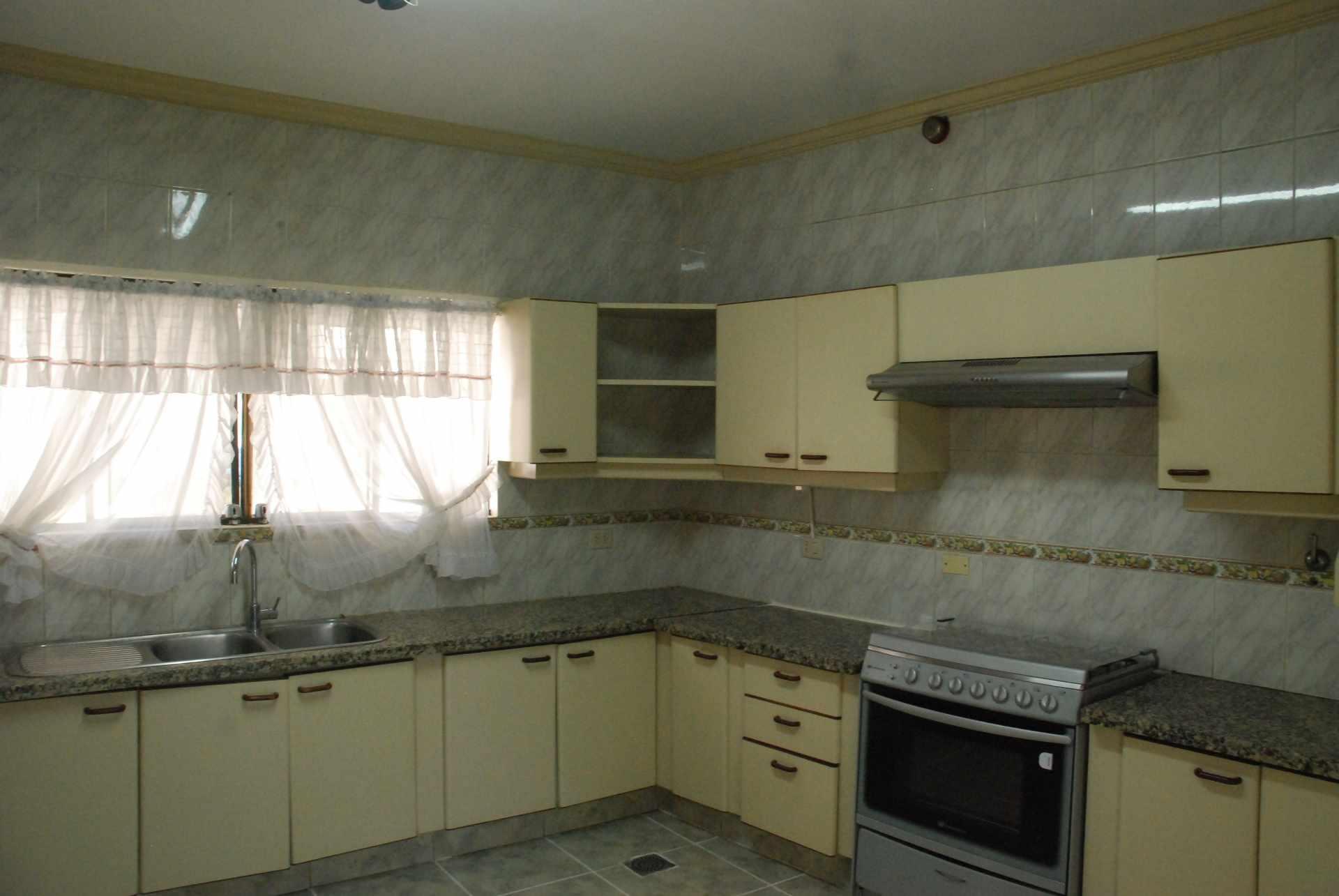 Casa en Alquiler Condominio Barrio Norte , al lado del Mall Las Brisas, 4to anillo Avenida Banzer. Foto 11