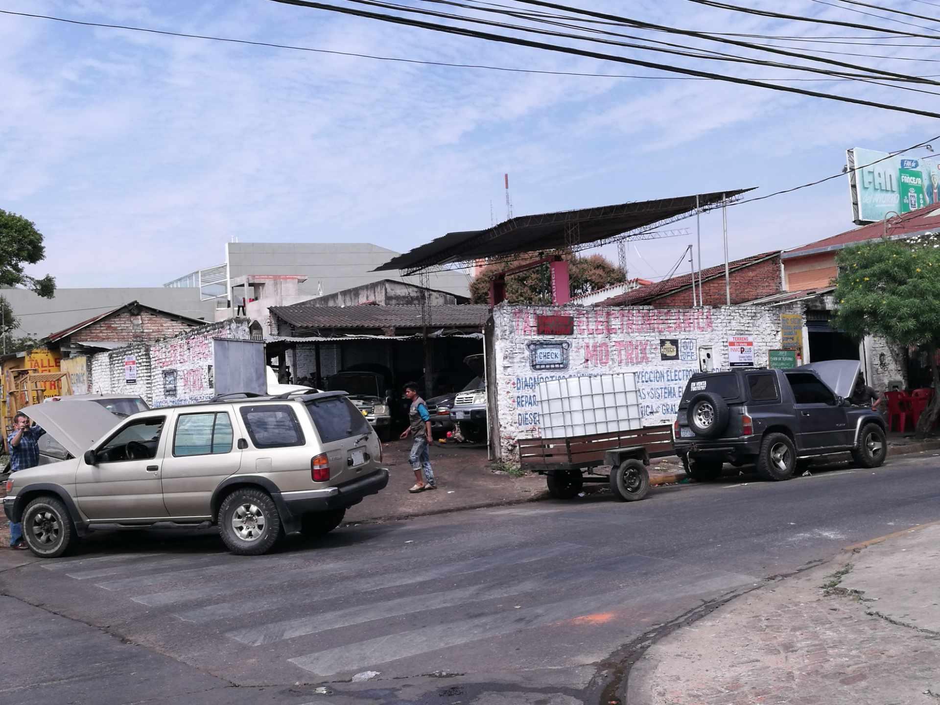 Terreno en Venta OPORTUNIDAD DE INVERSIÓN a una cuadra del segundo anillo entre avenidas Mutualista y Paraguá uso de suelo mixto. Foto 8
