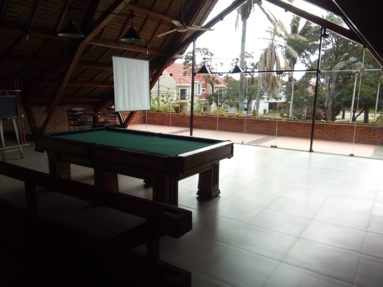 Casa en Alquiler Av. Banzer 4to anillo, Condominio Barrio Norte Foto 2