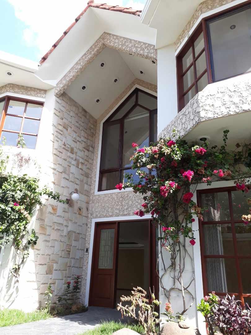 Casa en Alquiler Equipetrol, Norte  Foto 2