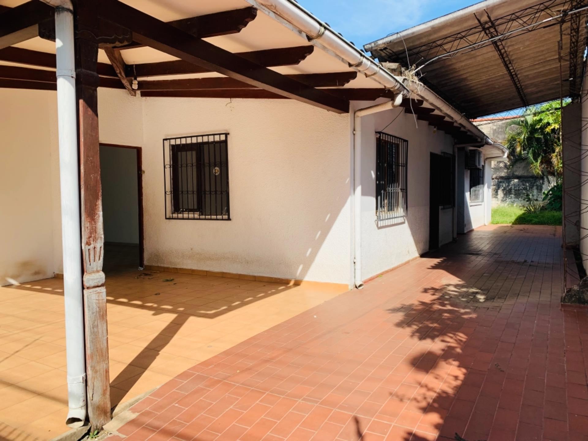 Casa en Alquiler Barrio Equipetrol entre 3er y 4to Anillo Foto 7