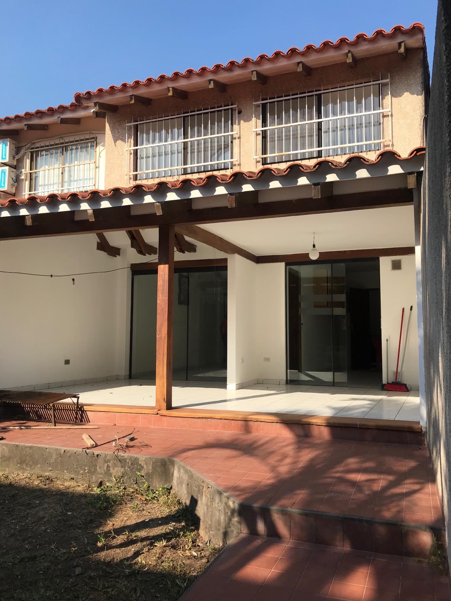 Casa en Alquiler Av. Melchor Pinto entre 1ro y 2do anillo  Foto 10