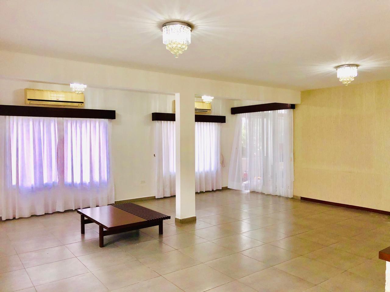 Casa en Alquiler Zona Urubo - Condominio Jardines del Urubo - lado de Restaurante Casa del Camba - a 1 minuto del Puente principal. Foto 18