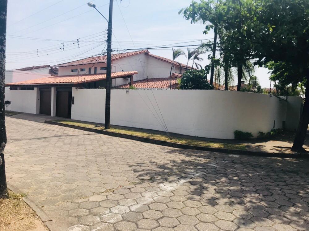 Casa en Alquiler BARRIO URBARI AV. BARRIENTOS ESQUINA DECHIA Foto 2