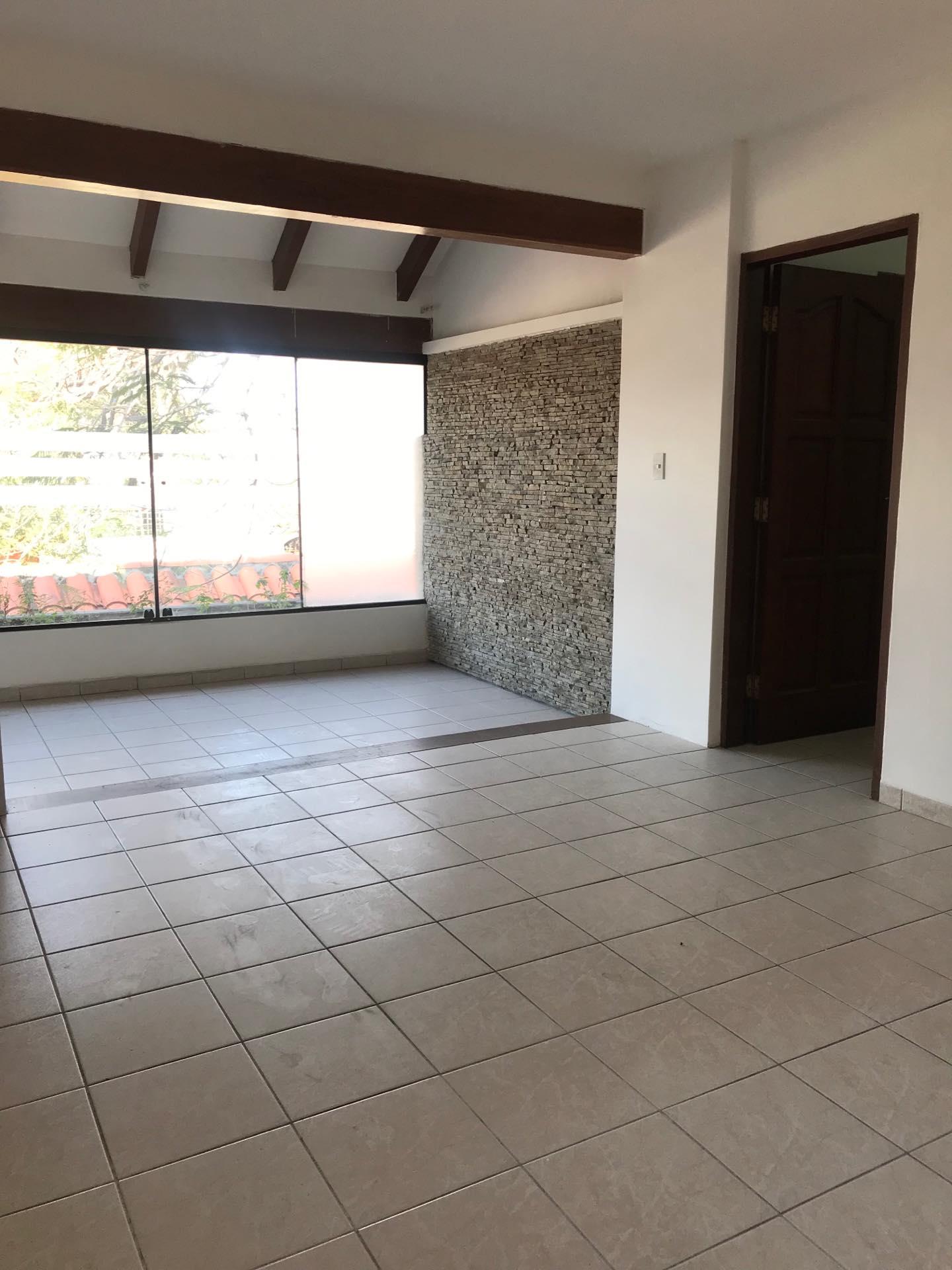 Casa en Alquiler Av. Melchor Pinto entre 1ro y 2do anillo  Foto 8