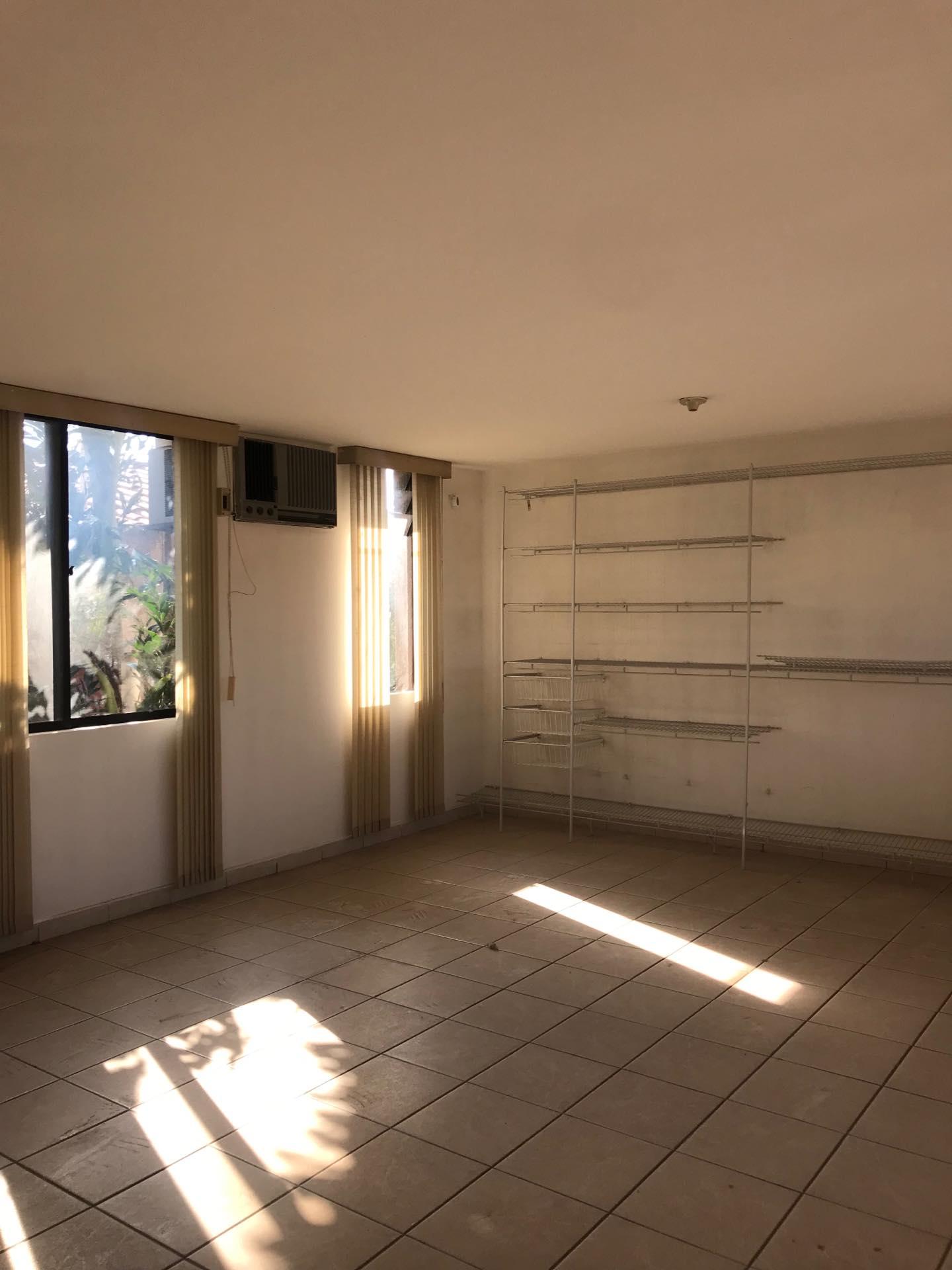 Casa en Alquiler Av. Melchor Pinto entre 1ro y 2do anillo  Foto 3