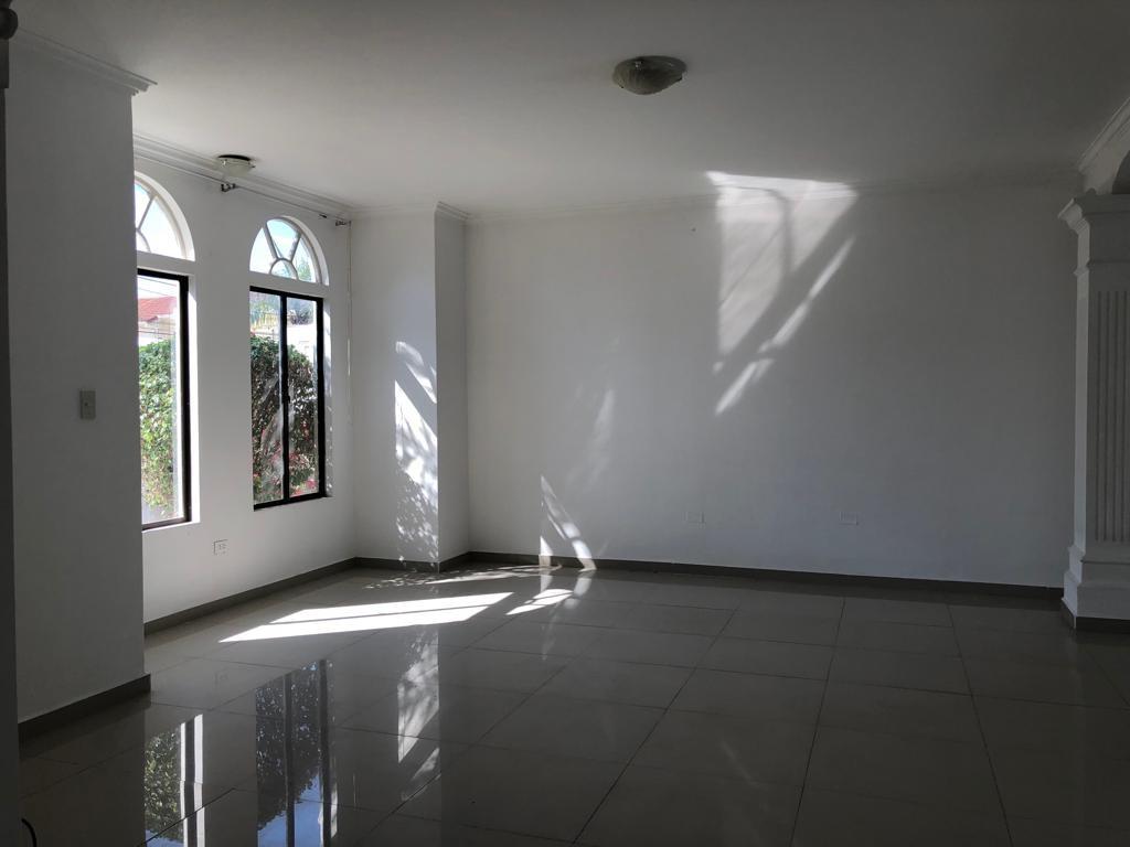 Casa en Alquiler Av Piraí y 4to anillo  Foto 4