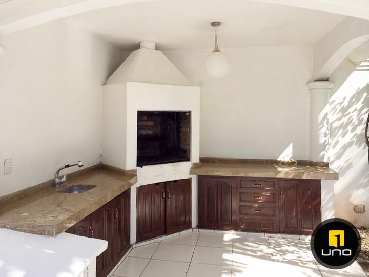 Casa en Alquiler LINDA Y AMPLIA CASA DE 2 PLANTAS CON PISCINA EN EL BARRIO LAS PALMAS Foto 5