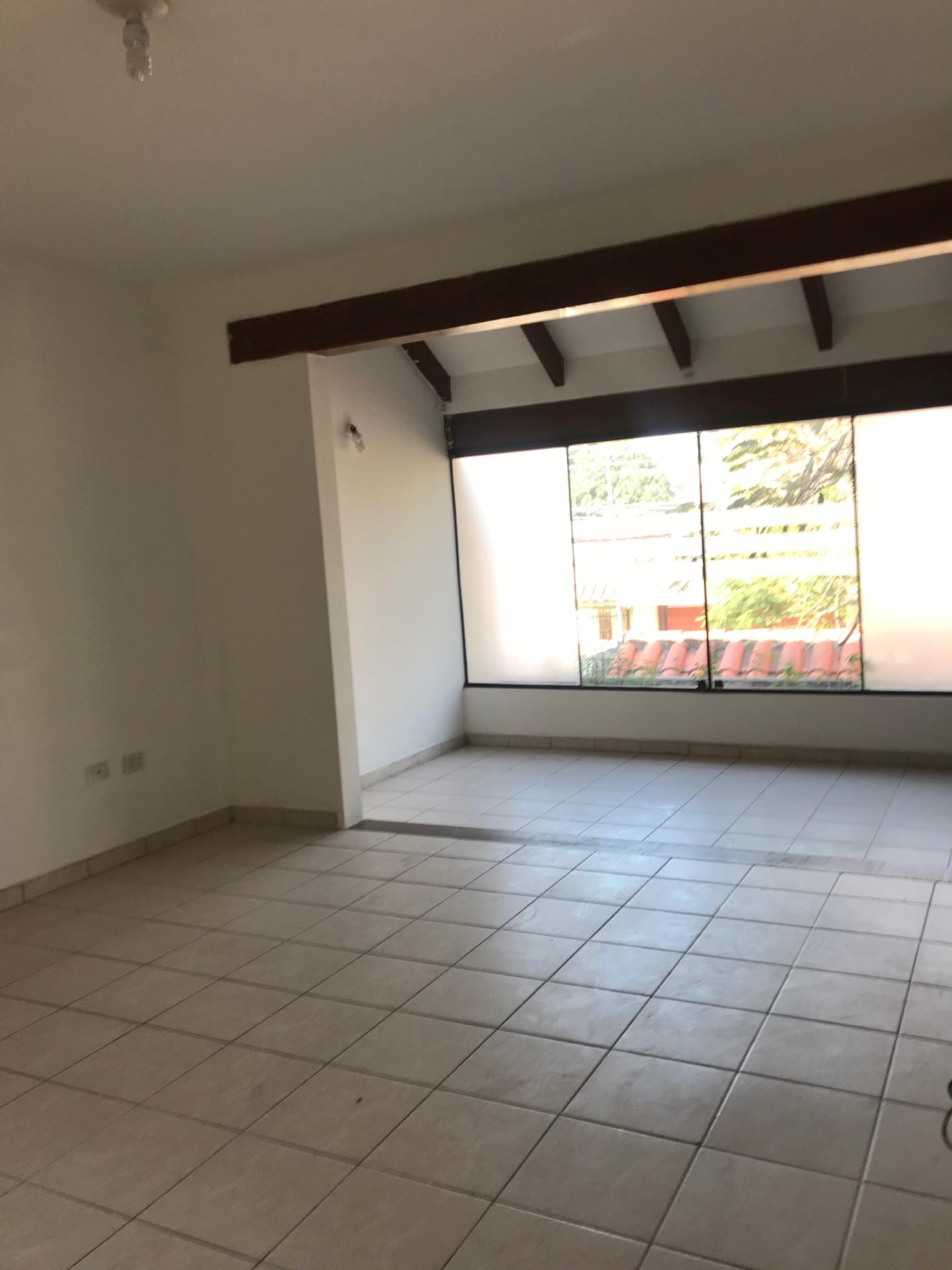 Casa en Alquiler Av. Melchor Pinto entre 1ro y 2do anillo  Foto 5