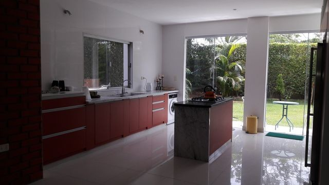 Casa en Alquiler HERMOSA CASA EN ALQUILER JARDINES DEL URUBO Foto 4