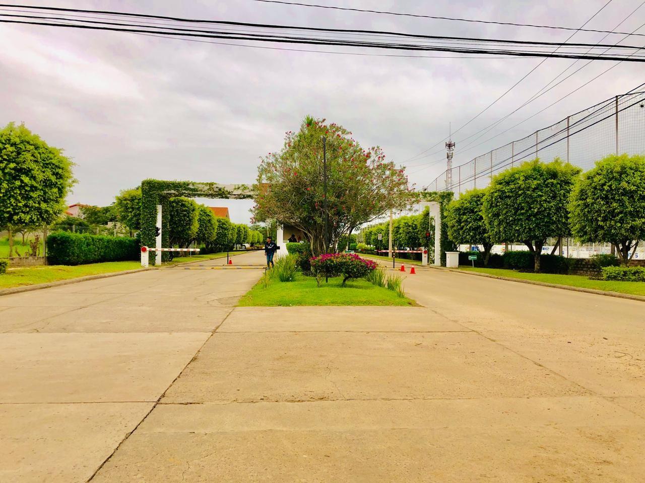 Casa en Alquiler Zona Urubo - Condominio Jardines del Urubo - lado de Restaurante Casa del Camba - a 1 minuto del Puente principal. Foto 26
