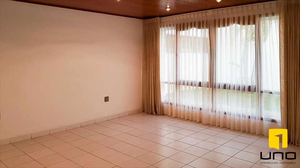 Casa en Alquiler HERMOSA RESIDENCIA EN LA MEJOR ZONA DEL BARRIO LAS PALMAS Foto 16