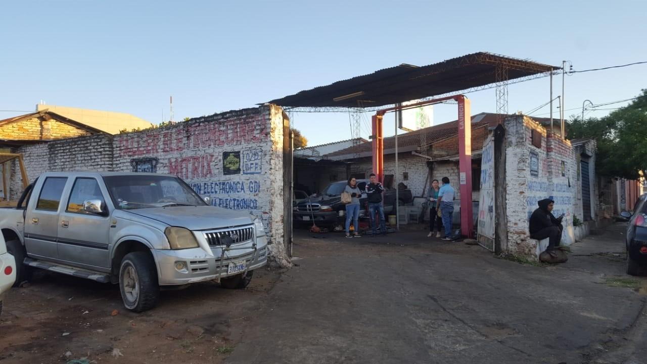 Terreno en Venta OPORTUNIDAD DE INVERSIÓN a una cuadra del segundo anillo entre avenidas Mutualista y Paraguá uso de suelo mixto. Foto 6