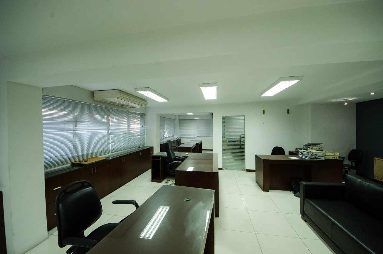 Oficina en Alquiler Edificio Santa Cruz, calle Ayacucho esquina Velasco Foto 4