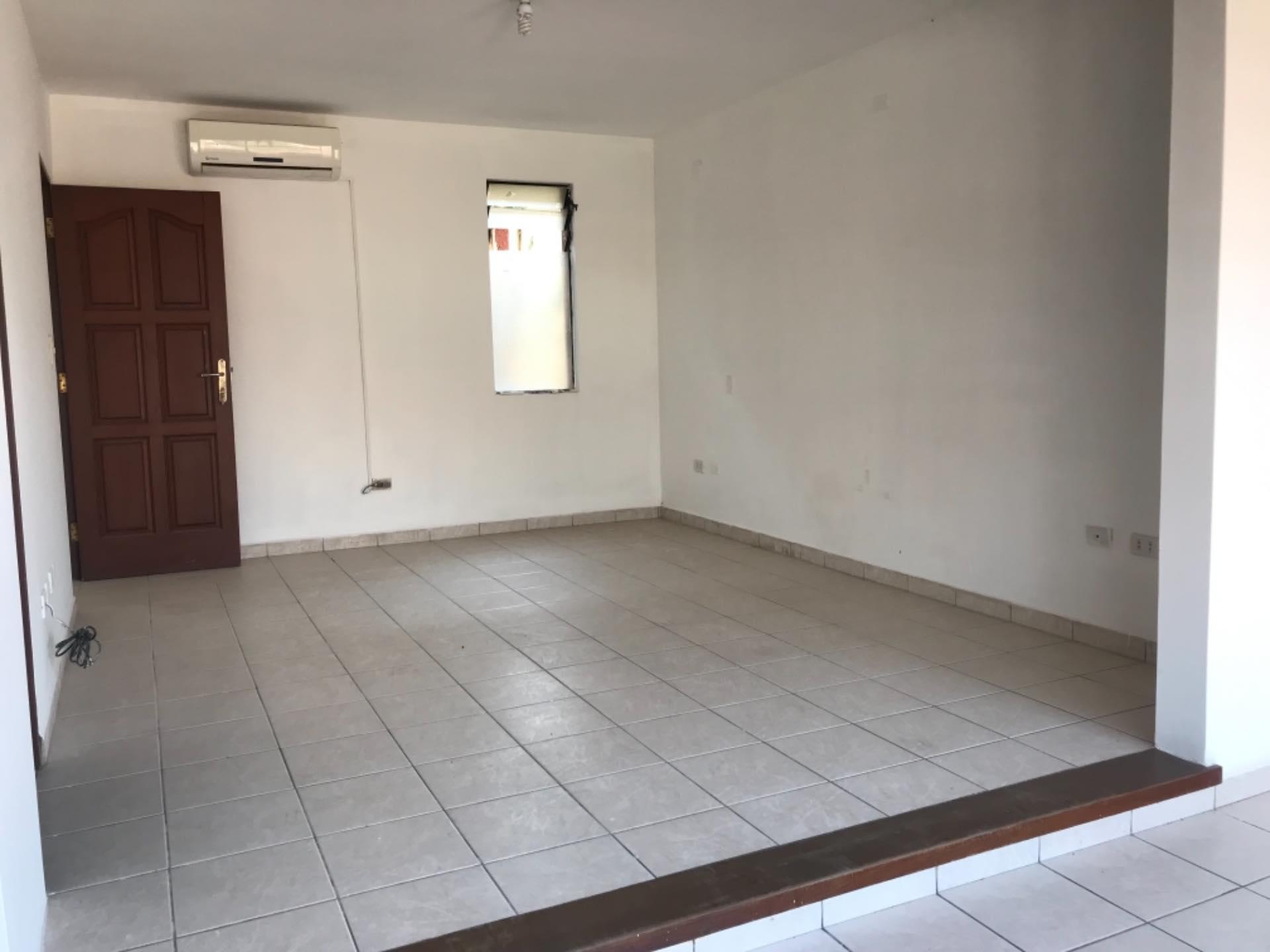 Casa en Alquiler Av. Melchor Pinto entre 1ro y 2do anillo  Foto 18