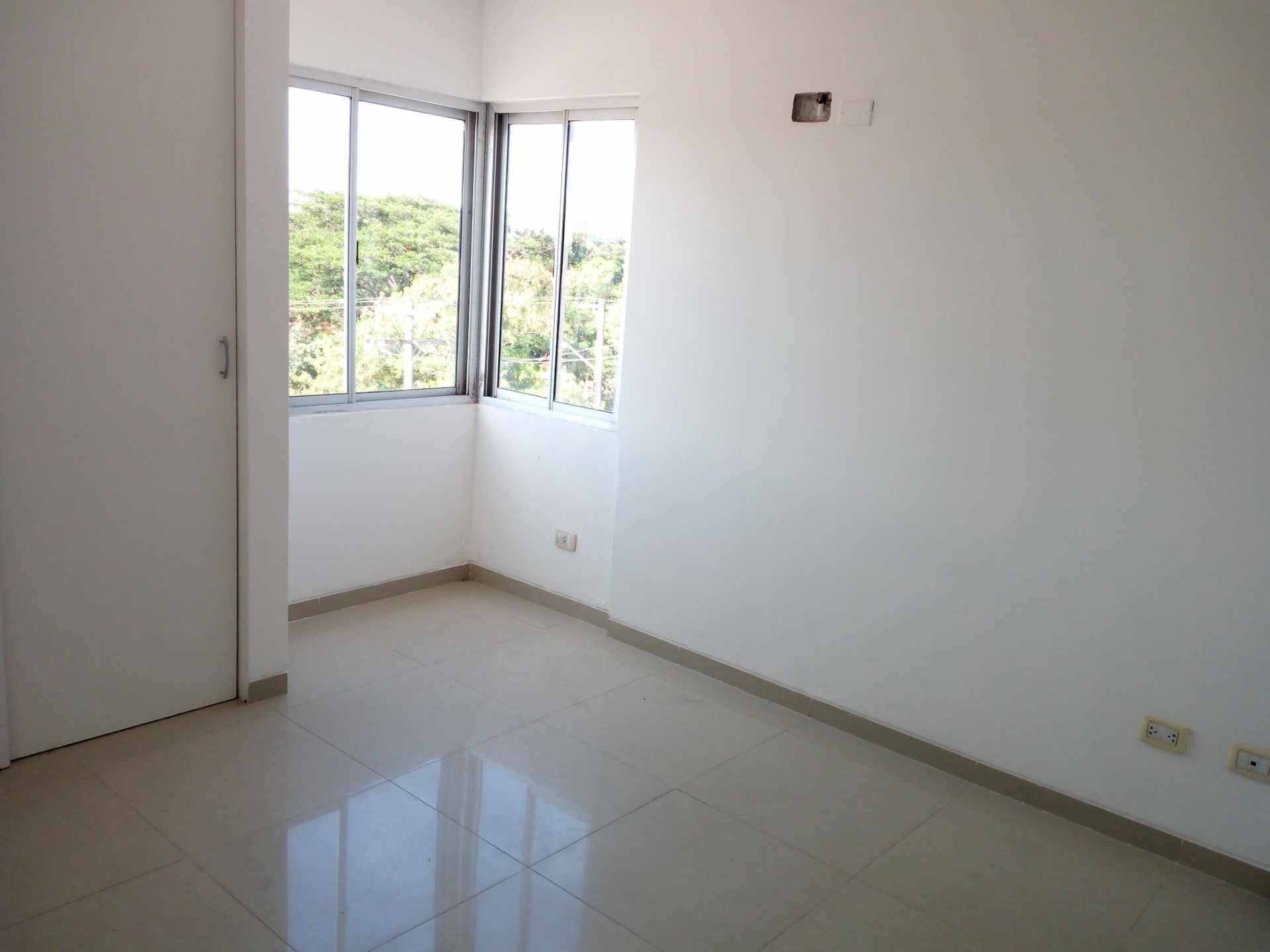 Departamento en Venta Entre 3er y 2do Anillo, Av. Guapay (Canal Cotoca) Foto 7