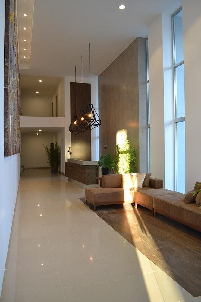 Departamento en Alquiler Condominio Zero . Av Noel Kempf pasillo Landivar Foto 10