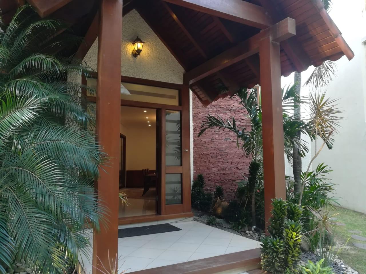 Casa en Alquiler Av. Banzer 4to anillo Cond. Barrio Norte Foto 23