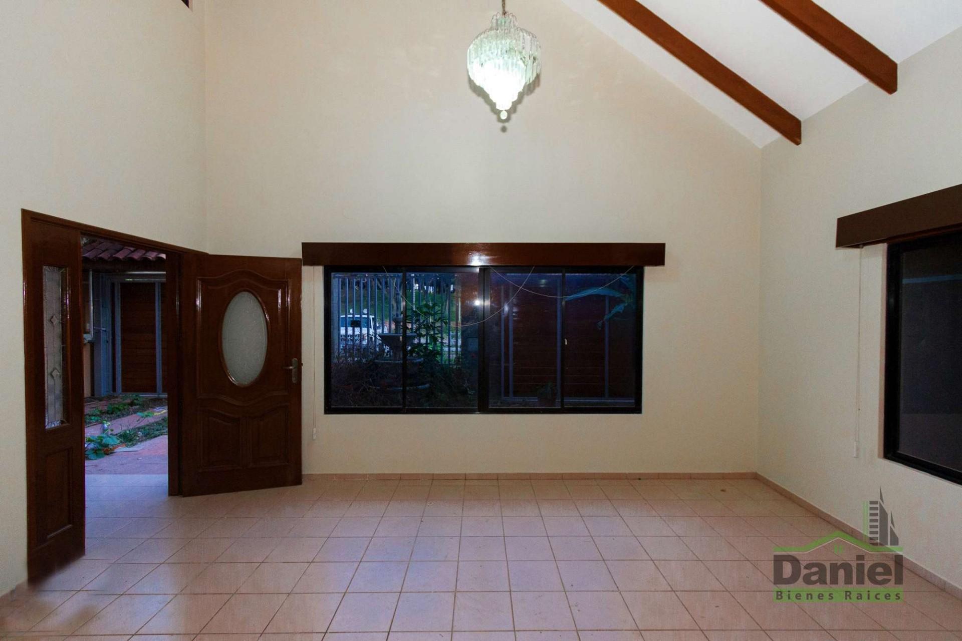 Casa en Venta CASA GRANDE ENTRE 4TO Y 5TO ANILLO RADIAL 27 Foto 2