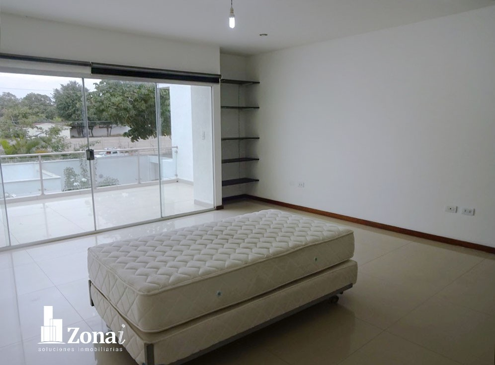 Casa en Venta VIVIENDA DE 4 SUITES EN °CONDOMINIO EXCLUSIVO DE LA ZONA NORTE° Zona Norte 8vo anillo Av. Banzer. Foto 5