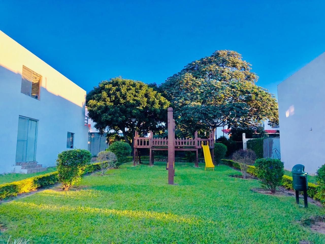 Casa en Alquiler Zona Urubo - Condominio Jardines del Urubo - lado de Restaurante Casa del Camba - a 1 minuto del Puente principal. Foto 9