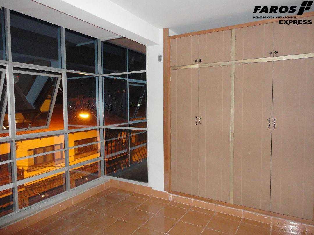 Edificio en Venta EDIFICIO CERCA PLAZA COLON 4 DPTOS. 3 TIENDAS Foto 4