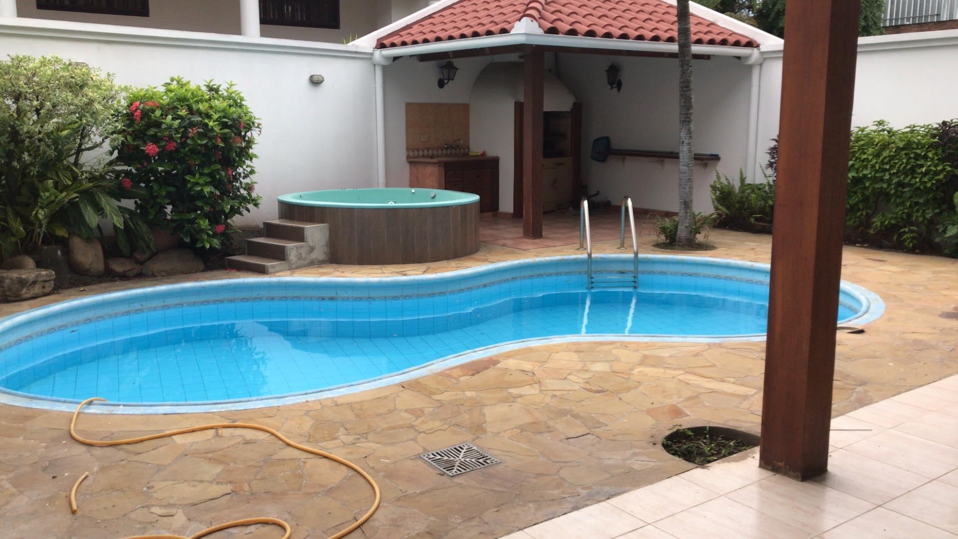Casa en Alquiler Av. Banzer 4to anillo lado de Las Brisas Foto 8