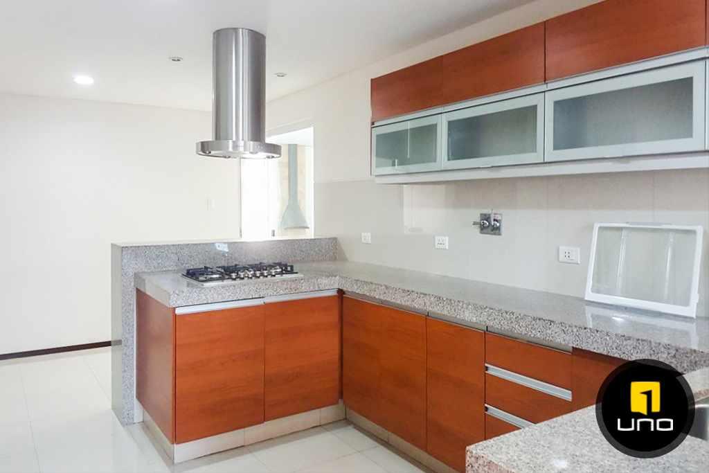 Casa en Alquiler LINDA Y AMPLIA CASA AMOBLADA EN CONDOMINIO PRIVADO ZONA OESTE 6TO ANILLO Foto 12