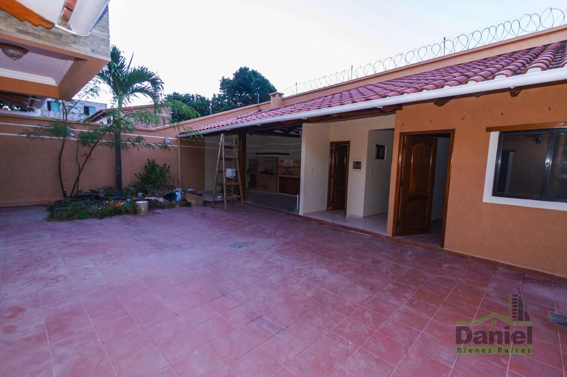 Casa en Venta CASA GRANDE ENTRE 4TO Y 5TO ANILLO RADIAL 27 Foto 4