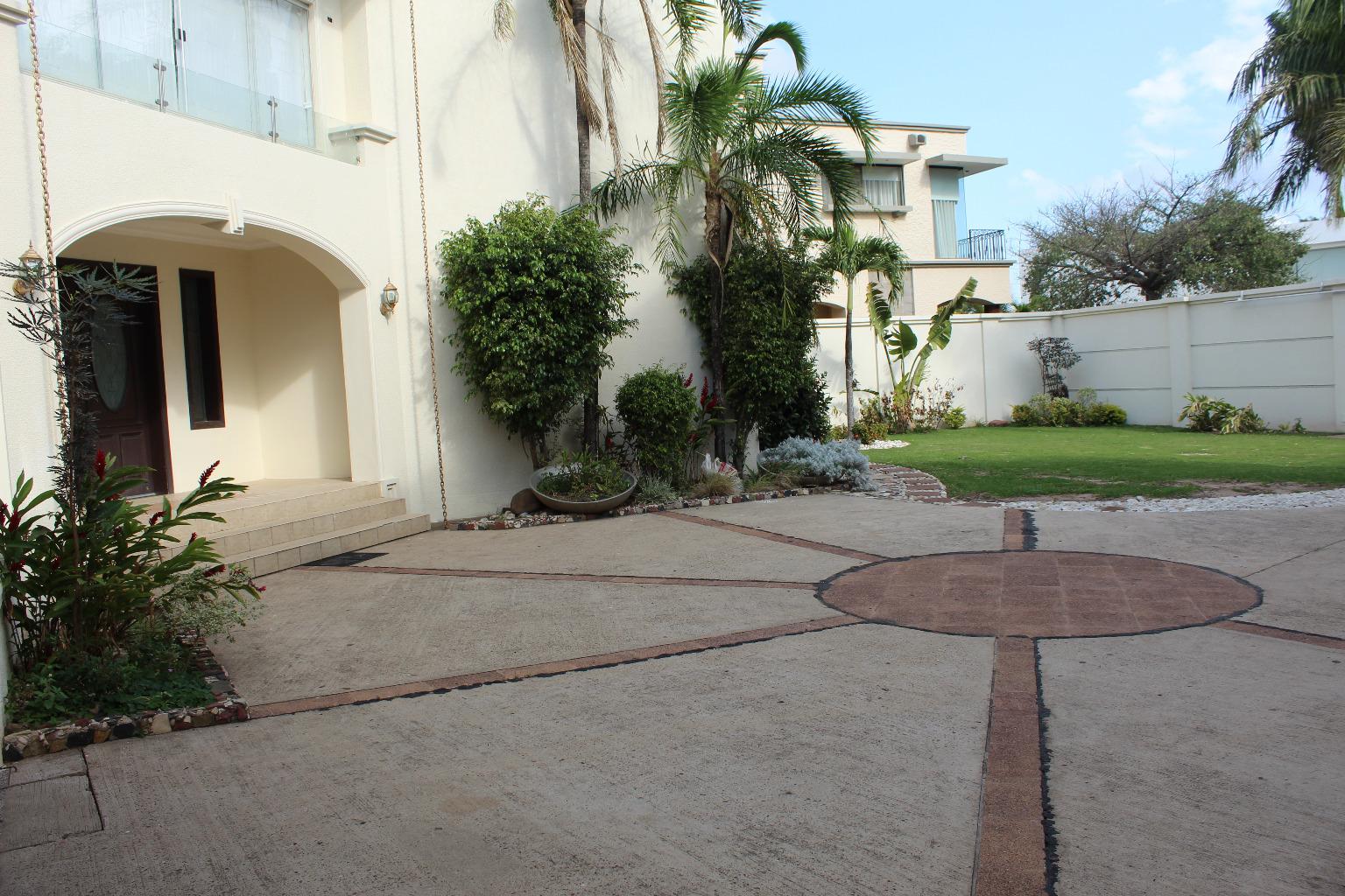 Casa en Venta 5to ANILLO BENI, CASA EN VENTA LA HACIENDA 1 Foto 2