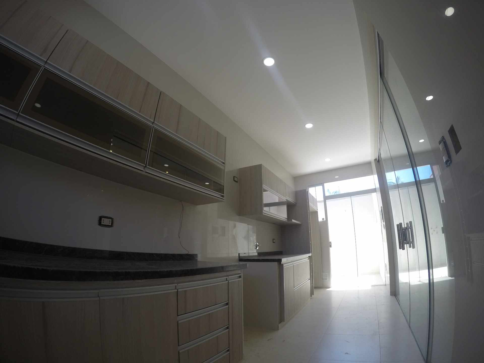 Casa en Alquiler Casa independiente en alquiler a estrenar, próximo a Parque Los Mangales II [Av. Beni y 4to. Anillo], De 3 plantas, 3 dormitorios (2 en suite), con dependencias. [1000$us.] Foto 14