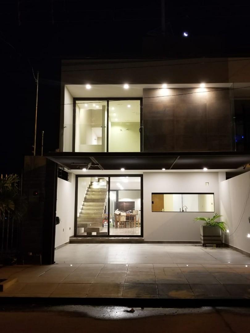 Casa en Venta Avenida Roca y Coronado 3er Anillo  Foto 3