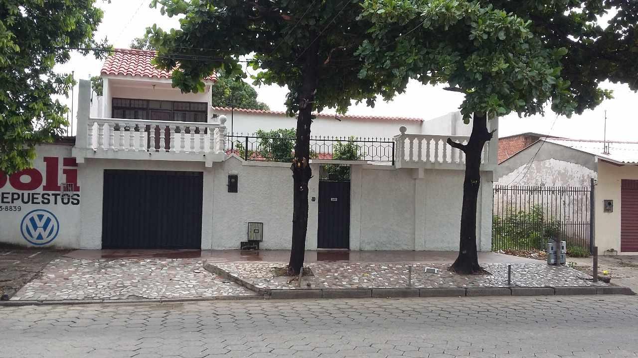 Casa en Venta Av.prefecto rivas # 411 Foto 2