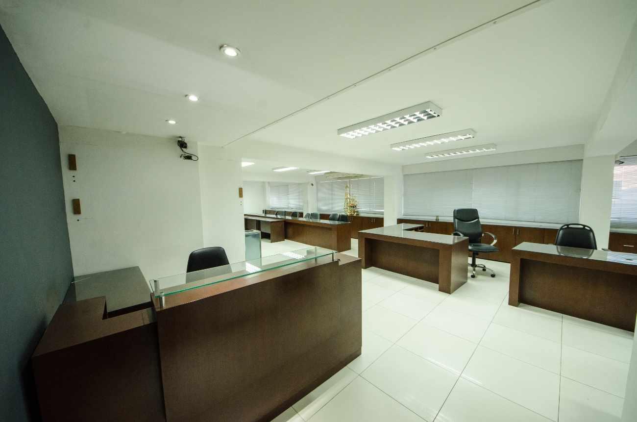 Oficina en Alquiler Edificio Santa Cruz, calle Ayacucho esquina Velasco Foto 2