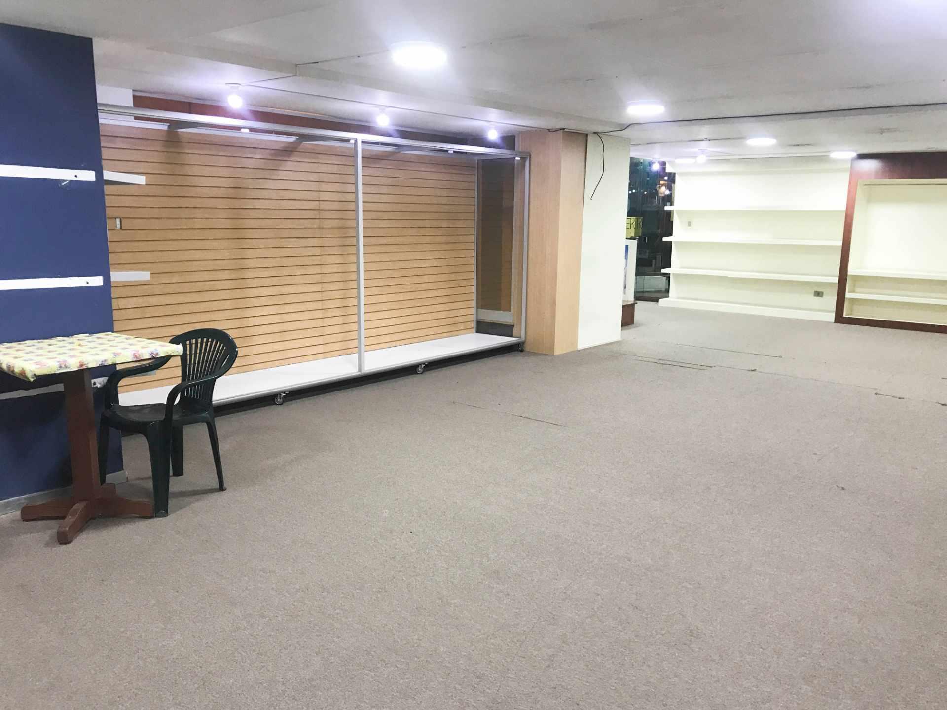 Local comercial en Alquiler Av. Oquendo Torres Sofer Planta Baja Foto 2