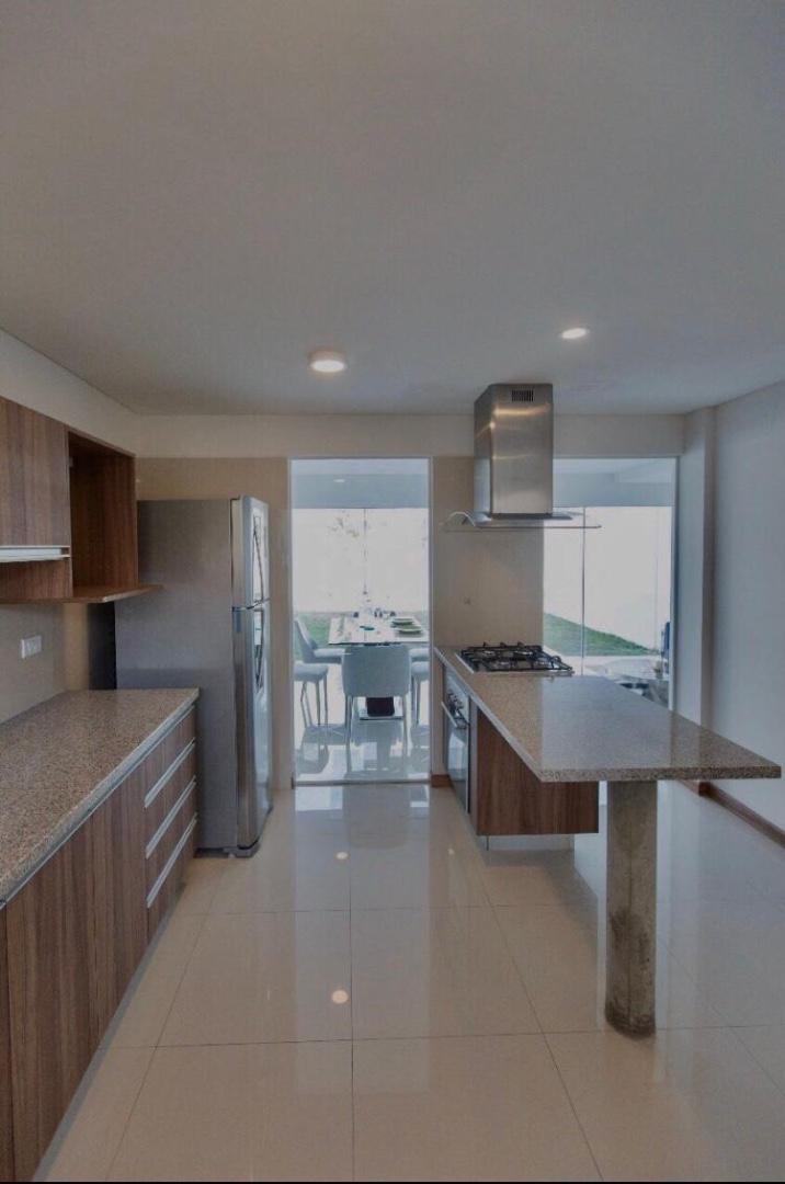 Casa en Alquiler Condominio Las Palmas del Oeste II, Av. Piraí entre 6to y 7mo anillo Foto 11