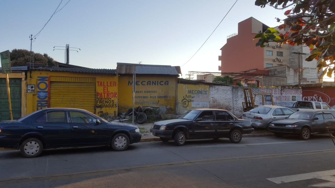 Terreno en Venta OPORTUNIDAD DE INVERSIÓN a una cuadra del segundo anillo entre avenidas Mutualista y Paraguá uso de suelo mixto. Foto 3