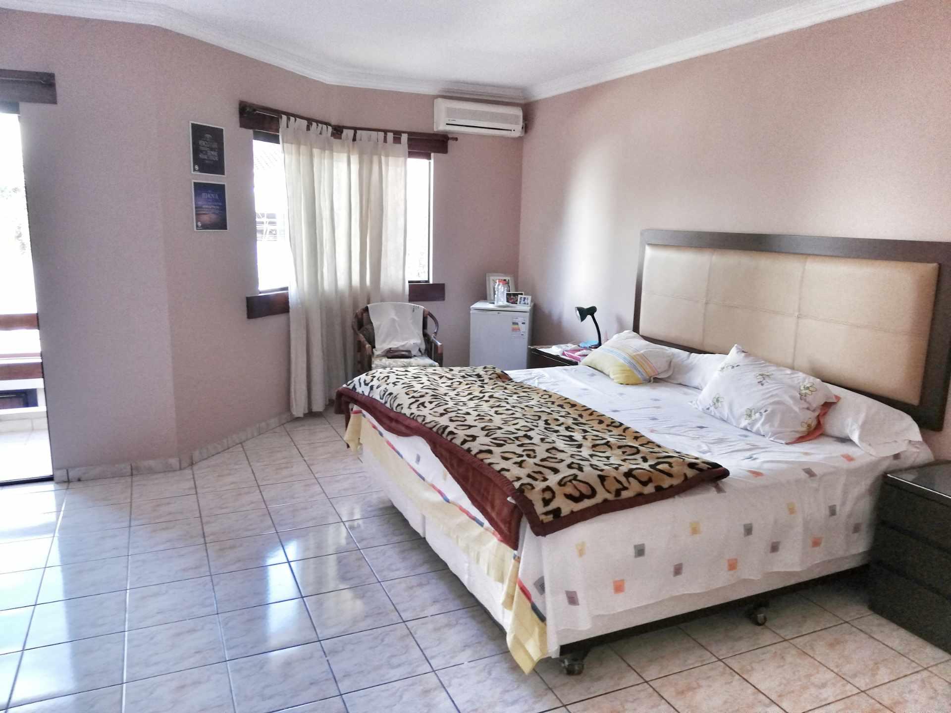 Casa en Venta URBANIZACION JORORI / ZONA NORTE  Foto 2