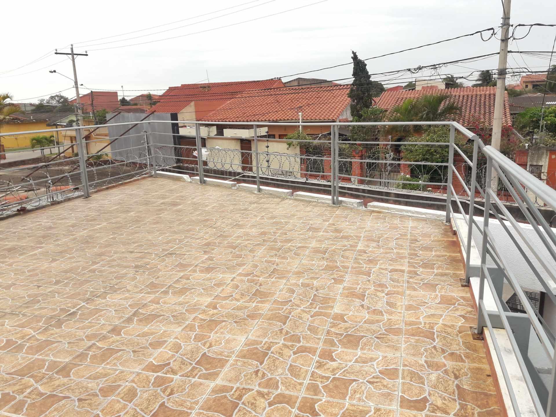Casa en Venta Barrio Olender 3 pasos al frente entre 4to y 5to anillo Foto 8