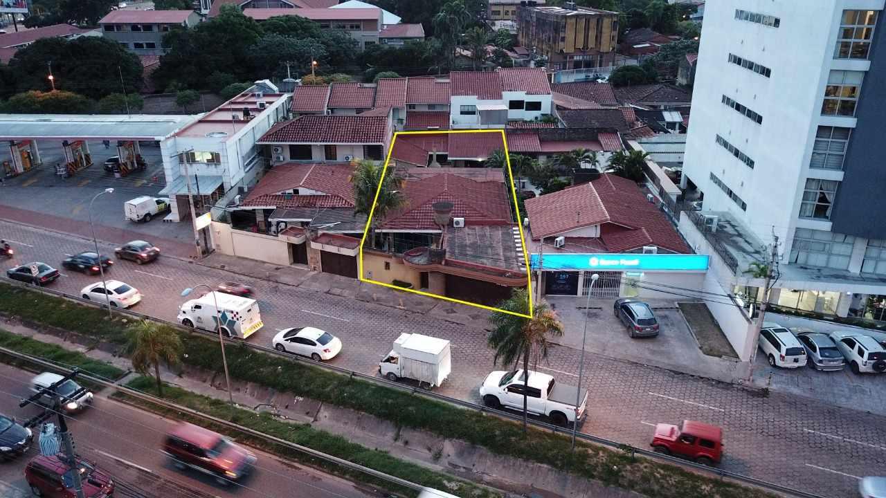 Casa en Venta Avenida Beni casi 2do Anillo  Foto 8