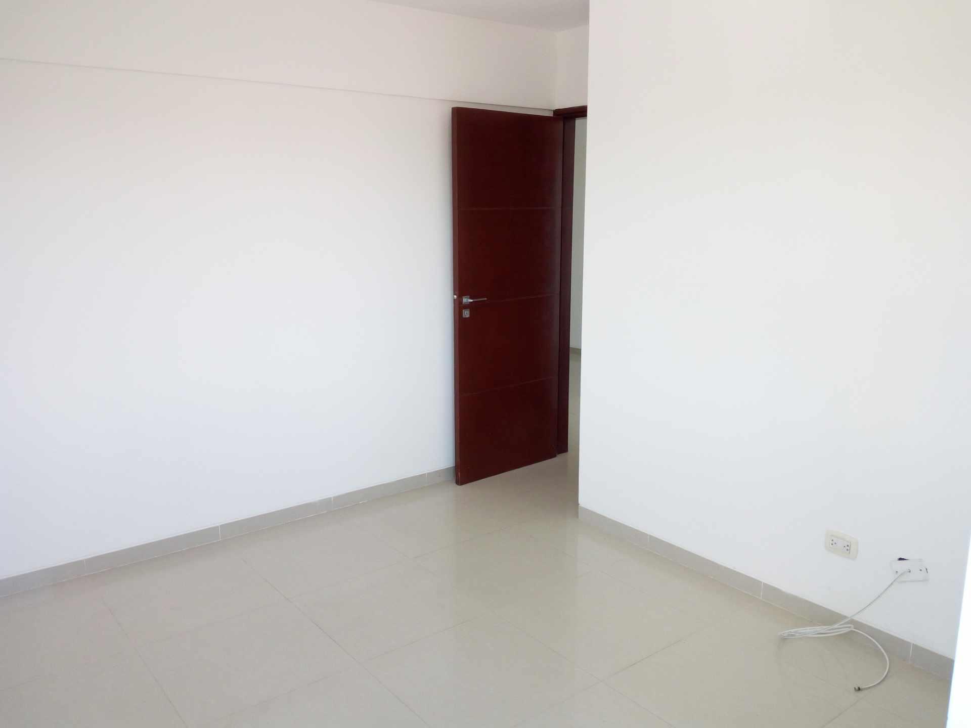 Departamento en Venta Entre 3er y 2do Anillo, Av. Guapay (Canal Cotoca) Foto 9