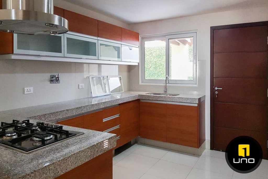 Casa en Alquiler LINDA Y AMPLIA CASA AMOBLADA EN CONDOMINIO PRIVADO ZONA OESTE 6TO ANILLO Foto 11